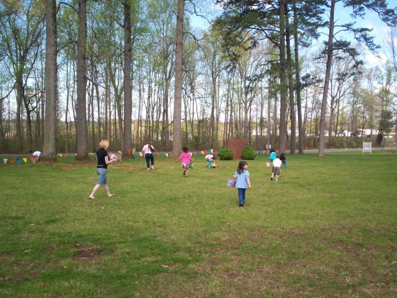 Easter Egg Hunt 09 Hunting older